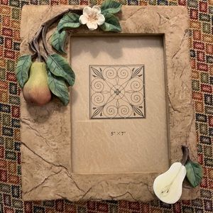 Lovely 5x7 picture frame with Pear Detail